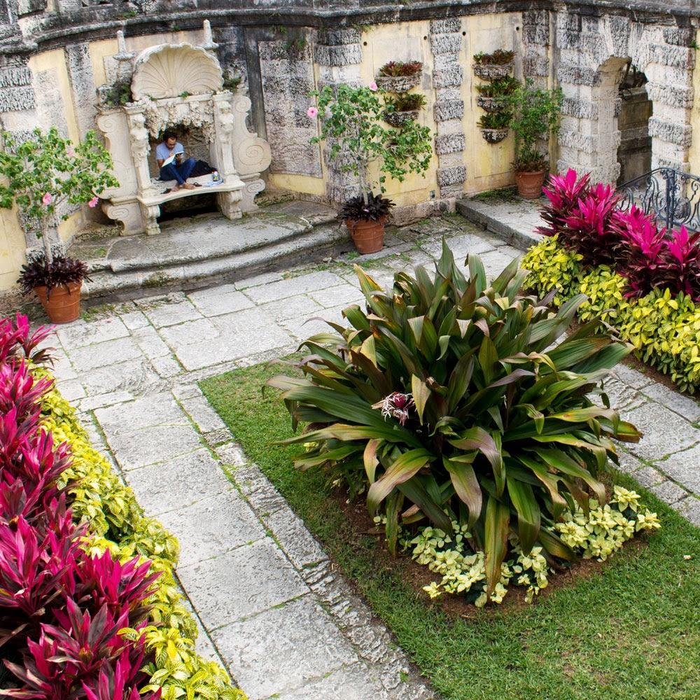 The Rainforest Garden: 6 Ways to Garden Like a Billionaire ... on Courtyard Ideas On A Budget id=16913