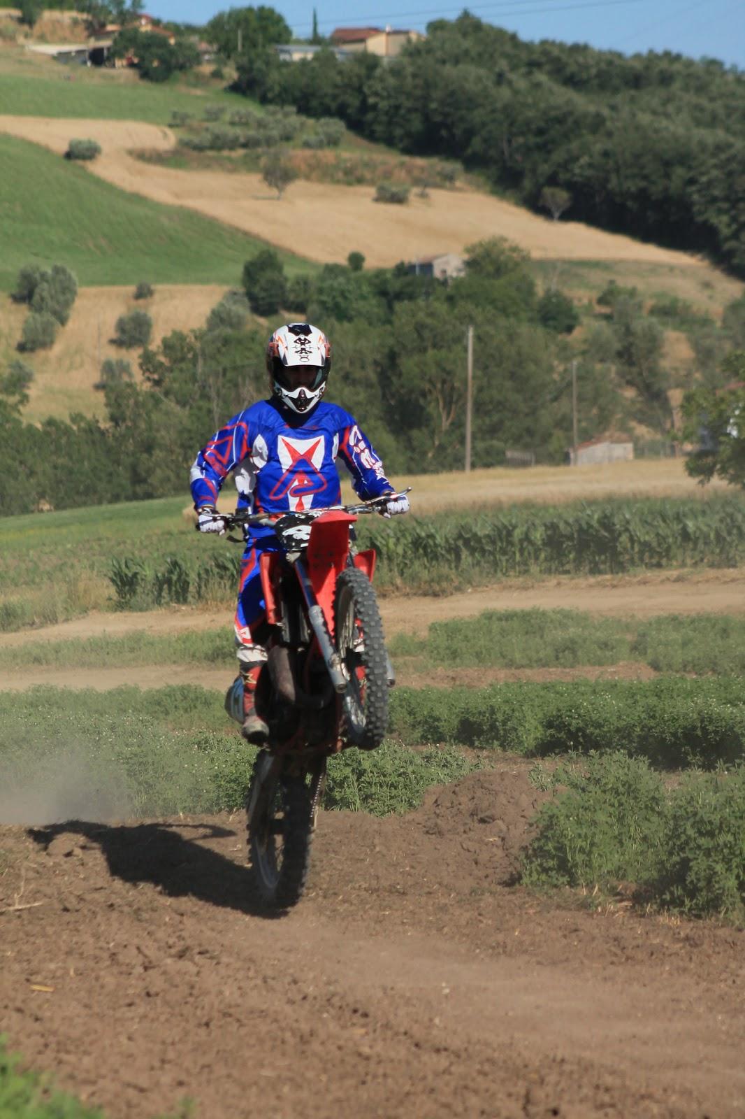 Eccezionale Montecalvo e dintorni: Motocross domenicale tra amici. PV66