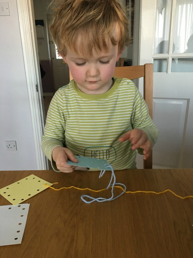 10-five-minute-games-for-toddlers-image-of-toddler-lacing-cards