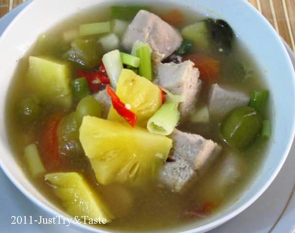 Resep Sup Tuna Asam Pedas dengan Nanas