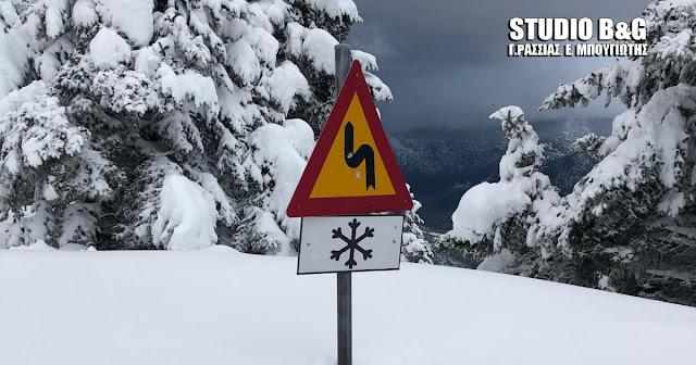 Σε 21 νομούς υπάρχει απαγόρευση κυκλοφορίας από την αστυνομία λόγω της έντονης χιονόπτωσης