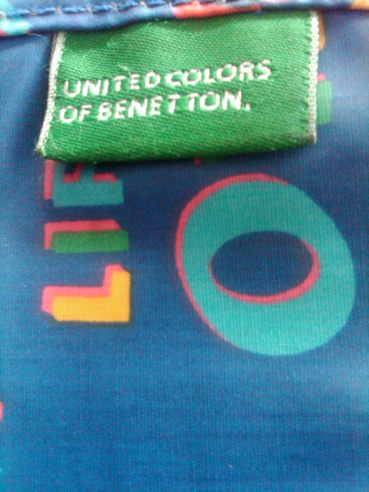 branded n vintage lovers grafitti united colors of. Black Bedroom Furniture Sets. Home Design Ideas