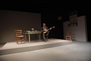 """""""Εγώ, ο Μάρκος Βαμβακάρης"""" της Νάνση Τουμπακάρη (βασισμένο στο βιβλίο """"Μάρκος Βαμβακάρης, Αυτοβιογραφία"""" της Αγγελικής Βέλλου-Κάϊλ), σε σκηνοθεσία Θανάση Παπαγεωργίου."""