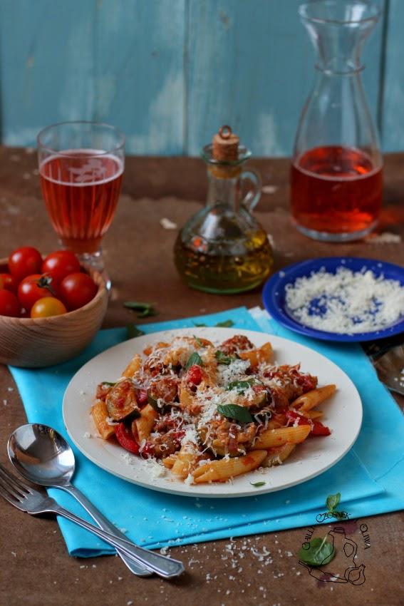 makaron z kielbasa i sosem pomidorowym
