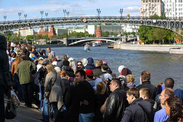 Filas em Moscou podiam durar até 10 horas para venerar o santo