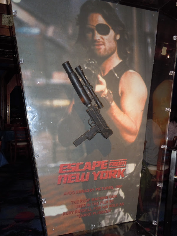 Escape fro New York machine gun prop