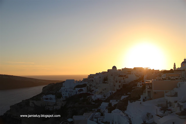 Things to see - Famous Sunset of Oia, Santorini, Greece