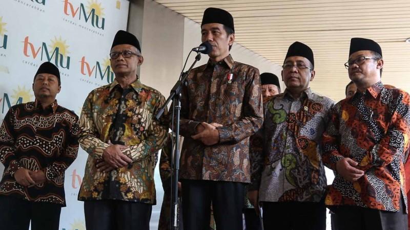 Jokowi memberi keterangan di kantor PP Muhammadiyah