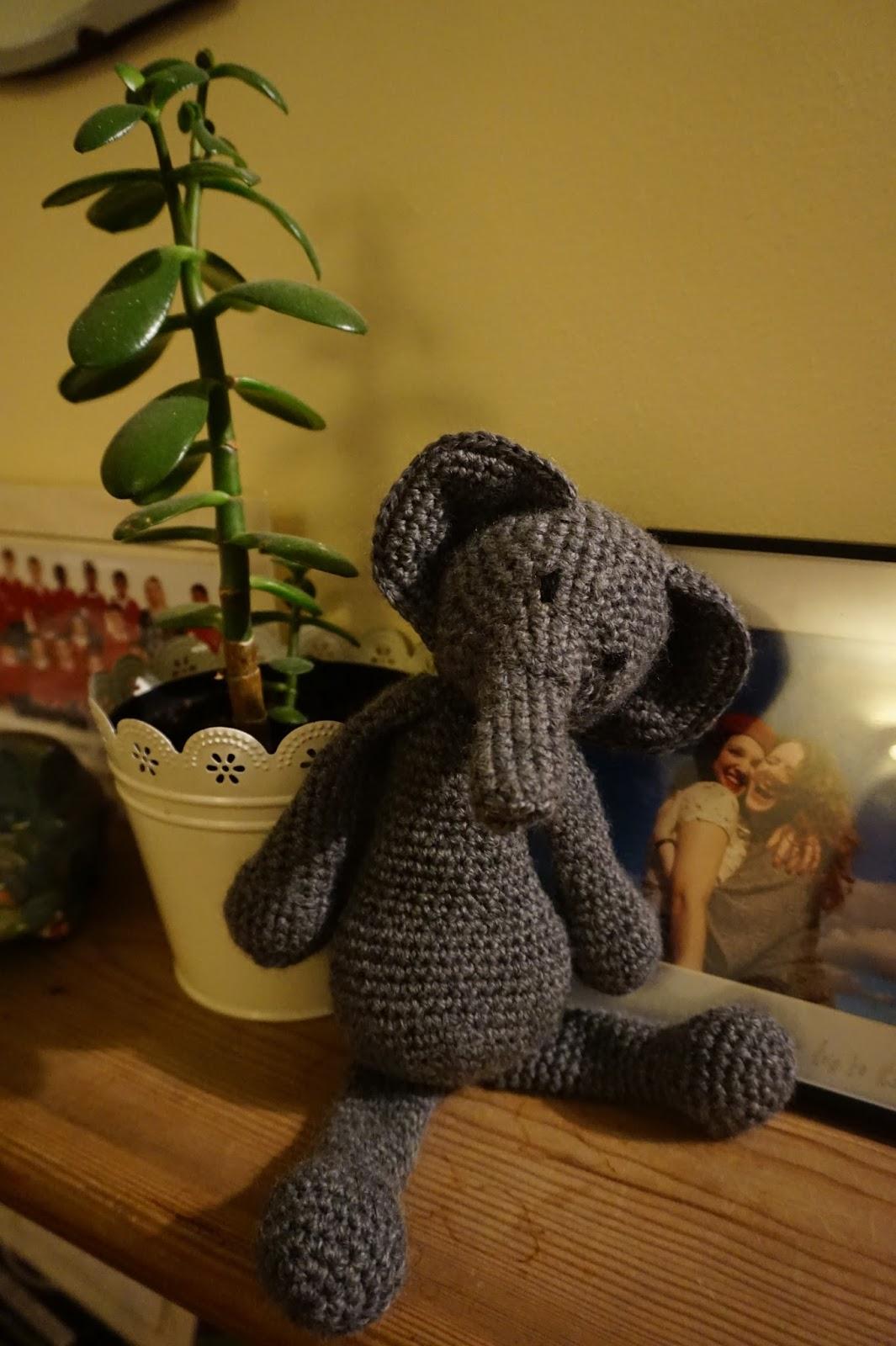 2 CROCHET APPLIQUE Elephant, Topper, Embellishment cardmaking ... | 1600x1065