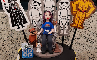 Cake topper with laura star wars and coop designs