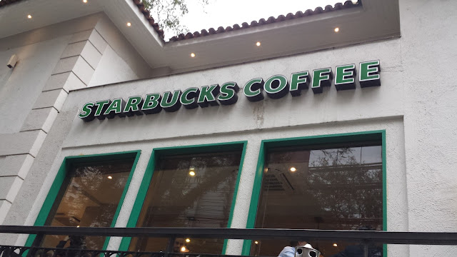 Parada obrigatória: Starbucks coffee!