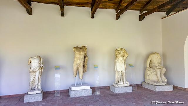 Pórtico de Esculturas del Museo de Apolonia de Iliria - Albania por El Guisante Verde Project