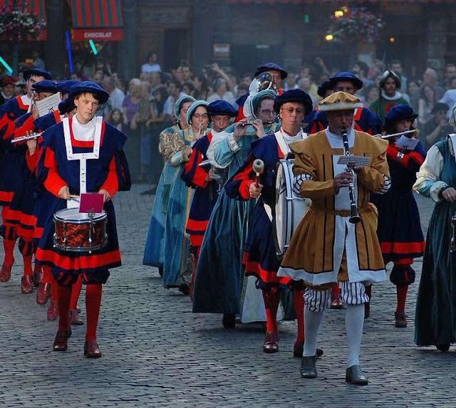 Populares na festa do Ommegang, na Bélgica