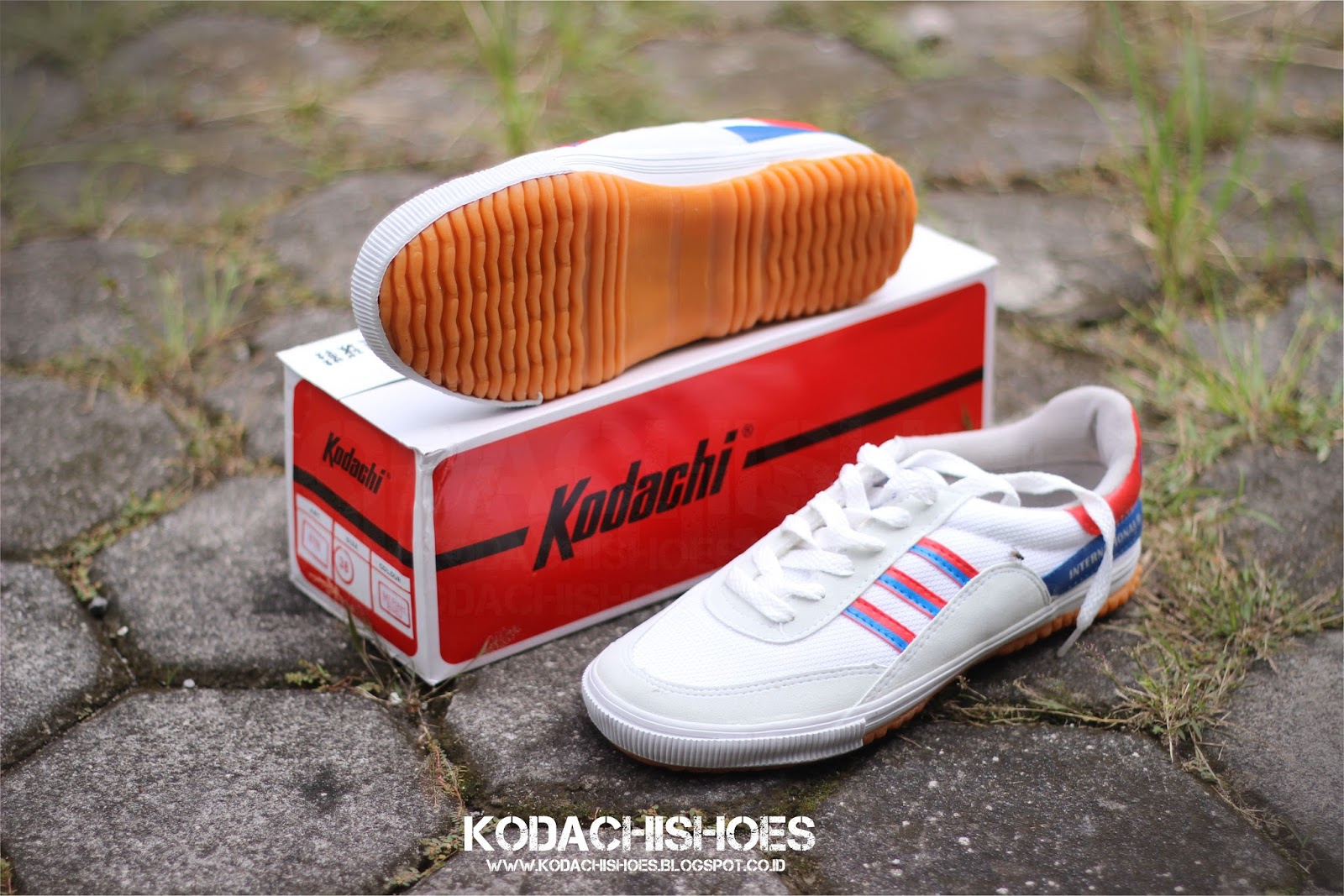 Kodachi 8116 Shoes Sepatu Sport Tersedia Dalam 4 Strip Yang Agresif Merah Silver Biru Dan Kuning