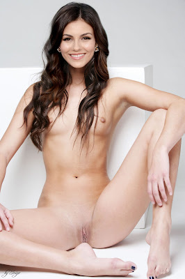 638866384 VictoriaJustice SoftSweetness 123 3lo Victoria Justice Possing her Naked Ass & BOobs to Tease [Fake]
