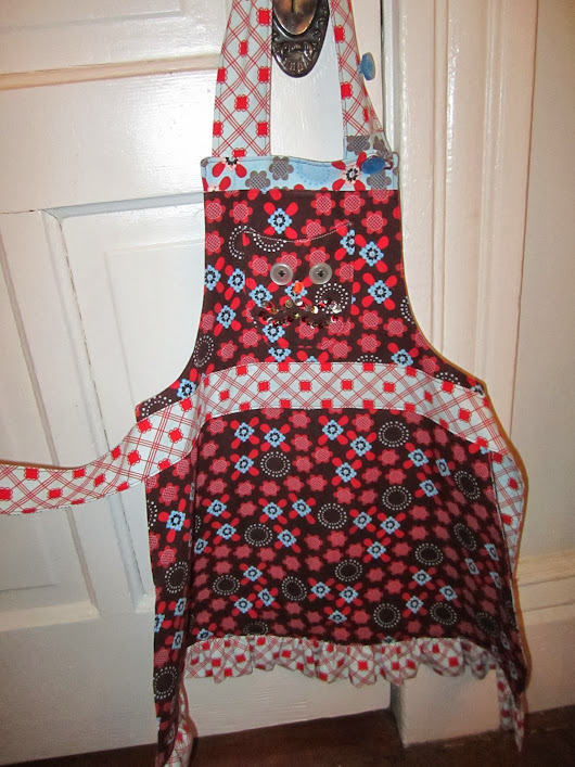 Cariboo Gals: Little Girls Reversible Apron with Owl Front Pocket