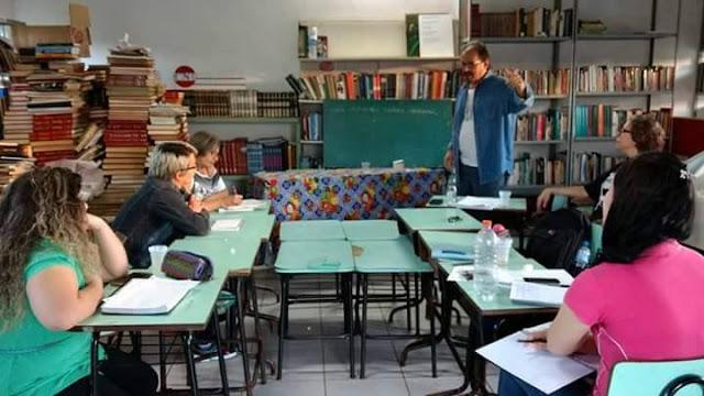 Começou, na Biblioteca Comunitária Cidade Nova, Coletivo Makarenko (grupo de estudos, pesquisas e extensão da Unioeste, que coordeno) iniciou o Cursinho Popular na Cidade Nova, bairro da zona norte de Foz do Iguaçu, preparatório para concursos, Enem e vestibular. Já iniciou com muita qualidade  +Informações