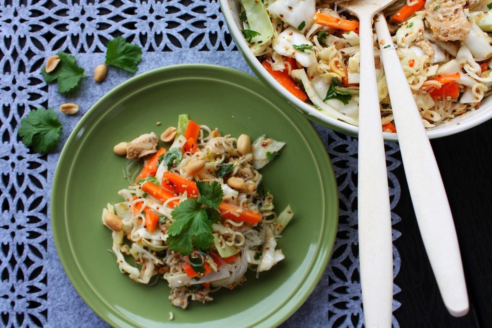 aasialainen varhaiskaali-nuudelisalaatti salaatti varhaiskaali nuudeli aasia resepti ruoka mallaspulla