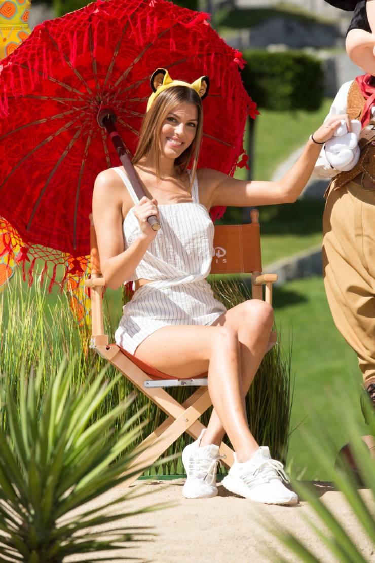Iris Mittenaere Hot Long Cross Legs Show In White Top