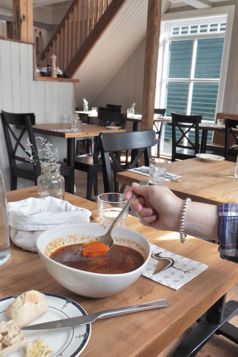 Soupe de mouton au restaurant Edduveröld à Borgarnes en Islande
