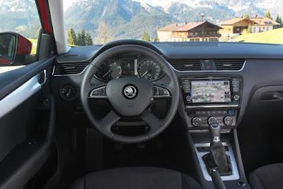 Interior del Skoda Octavia Combi Ambition 1.6, coches y motos 10