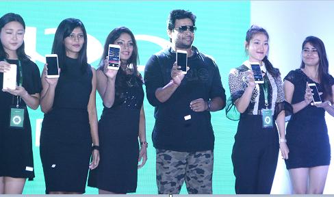OPPO Steps up the Selfie Revolution with the latest Selfie Expert,OPPO F1s Actor Madhavan.