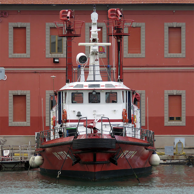 Fireboat VF 1174, port of Livorno