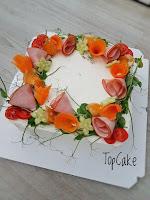 Kinkku, tomaatti, porkkana, tuorejuusto kinkkutäytteellä