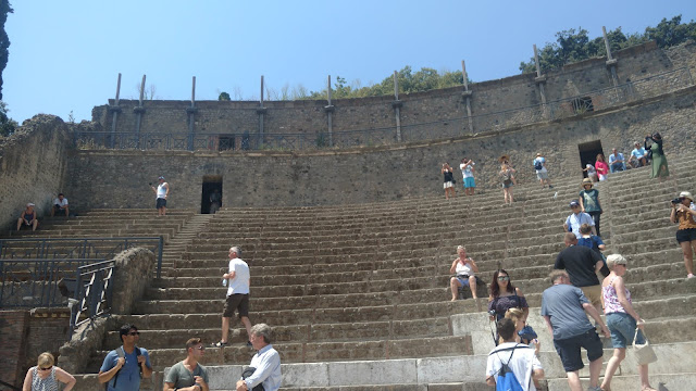 Pompeii stadium seating- original amphi-theater