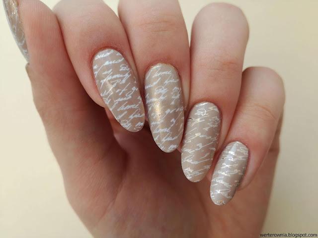 beżowe paznokcie vintage