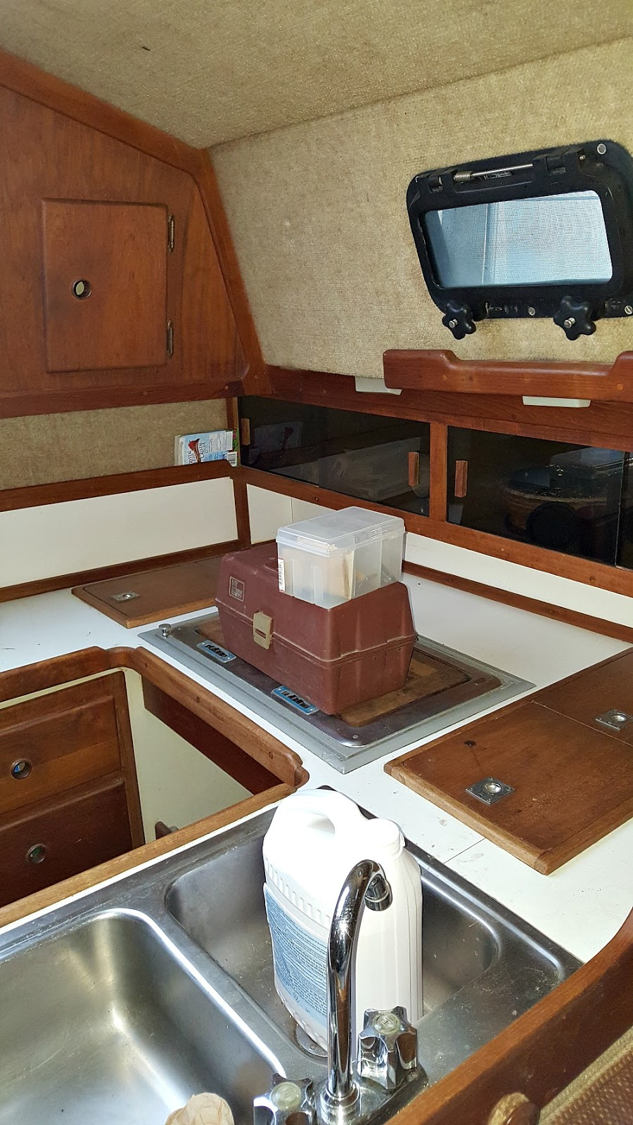 Sailboat Ticon 30 Galley (Kitchen)