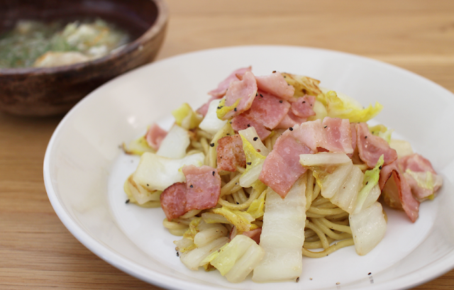 白菜とベーコンの焼きそばアーリオ・オーリオ・ペペロンチーノ