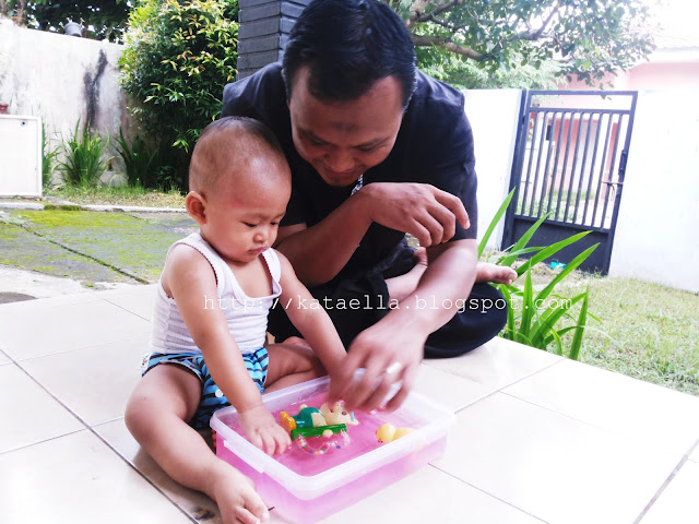 http://kataella.blogspot.com, emak-emak blogger, Ella Nurhayati, cara membuat flubby jelly, melatih sensori dengan flubby jelly, flubby jelly, bermain dengan flubby jelly, permainan anak preschool, membuat mainan sederhana