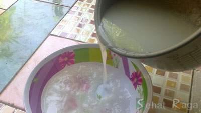 Menampung Air Cucian Beras yang Kedua, air leri