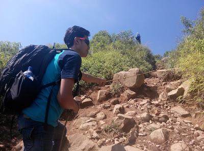 Tracking menuju Puncak