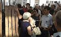 Έβγαλαν σηκωτούς τους συμβολαιογράφους στο Ειρηνοδικείο Αθηνών (βίντεο)