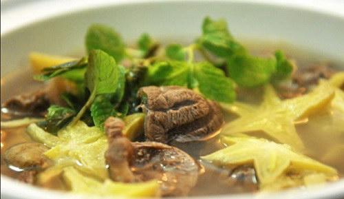 Canh bắp bò nấu khế chua
