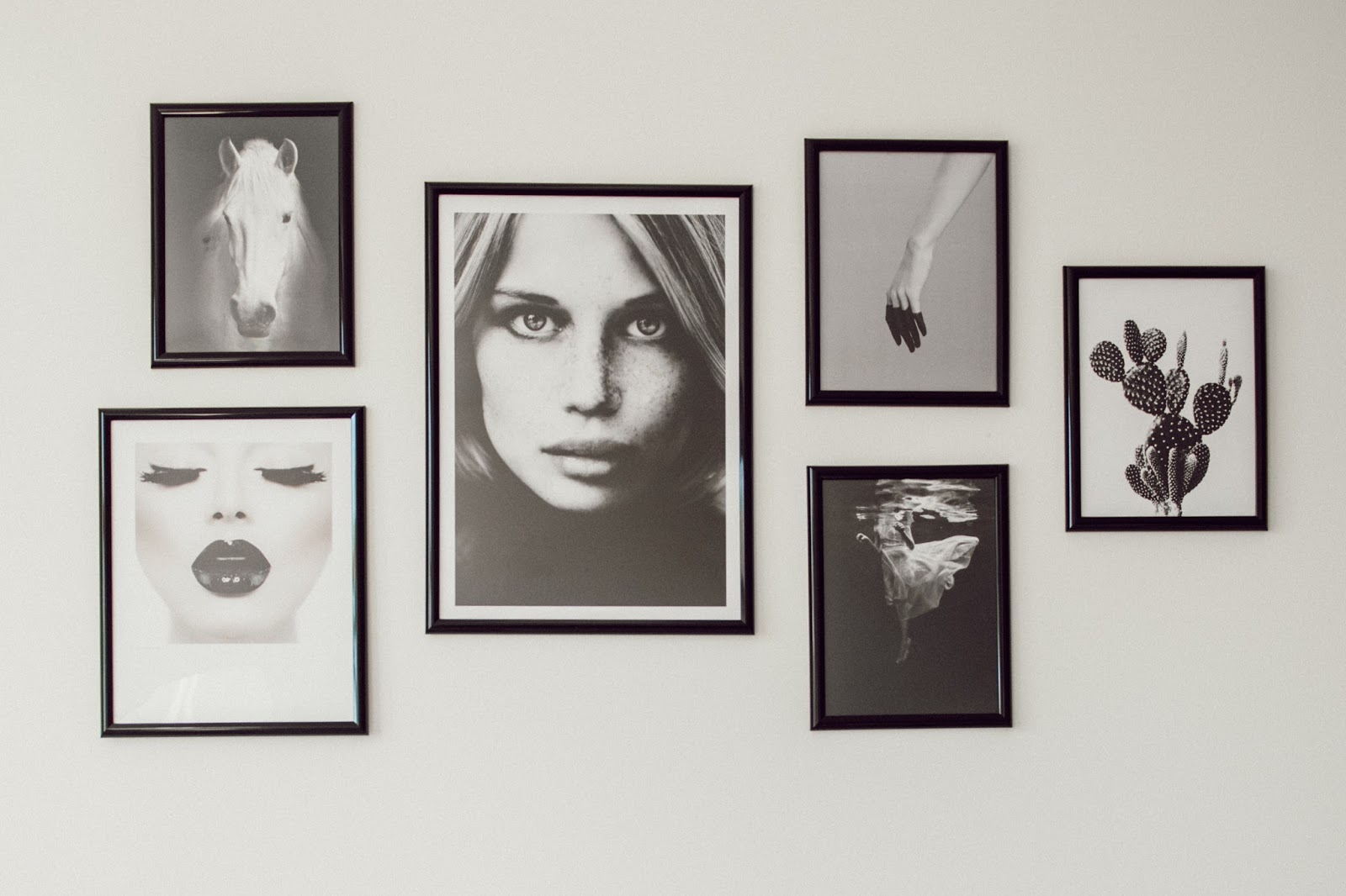 Black and White Gallery Wall - @taylorwinkelmeyer