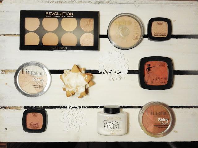 Przegląd kosmetyków do makijażu: pudry, róże, bronzery, rozświetlacze