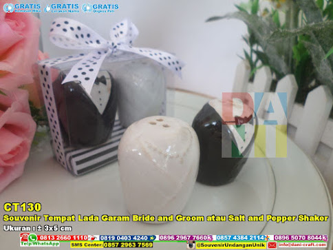 Souvenir Tempat Lada Garam Bride And Groom Atau Salt And Pepper Shaker