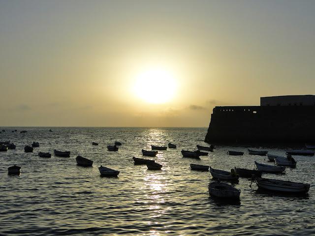 Muelle barquitas de la playa de la Caleta