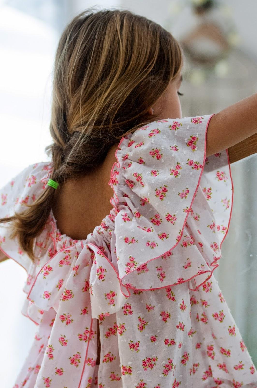 No sin Valentina: Mandil de flores rosas con braguita
