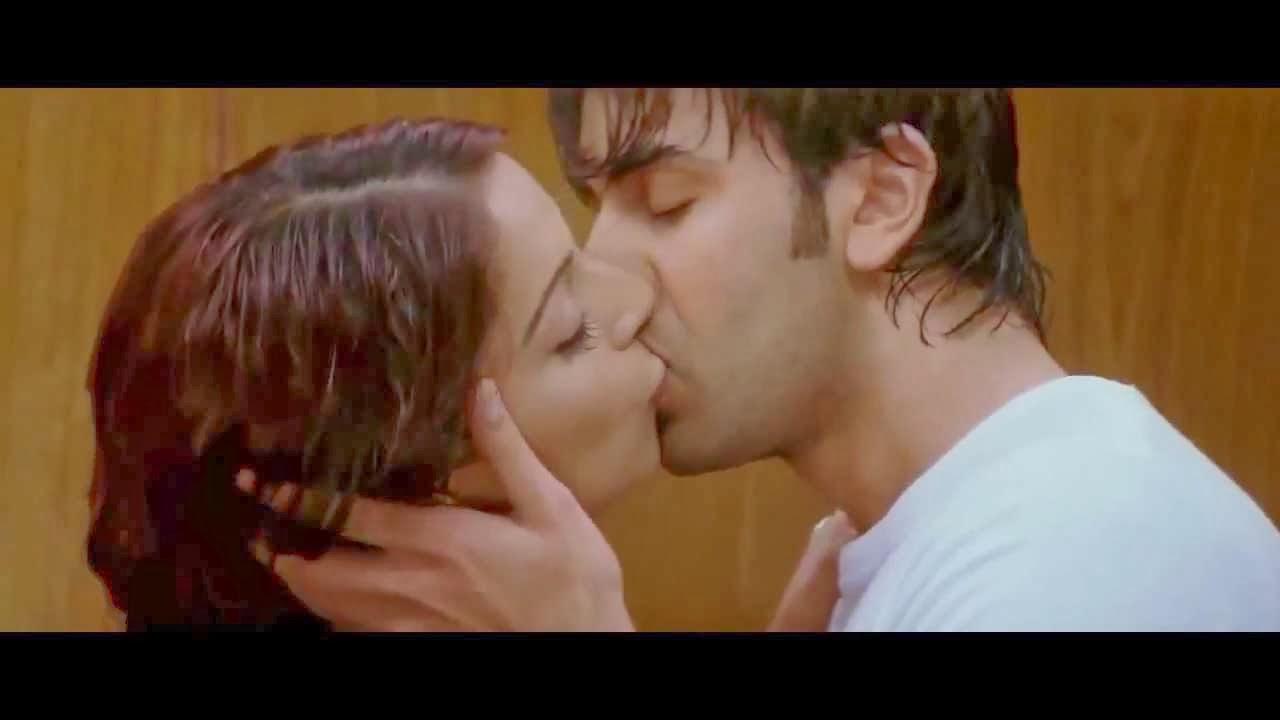 Hot Sexy Juicy Latest Katrina Kaif Video In Bikini Kissing -4730