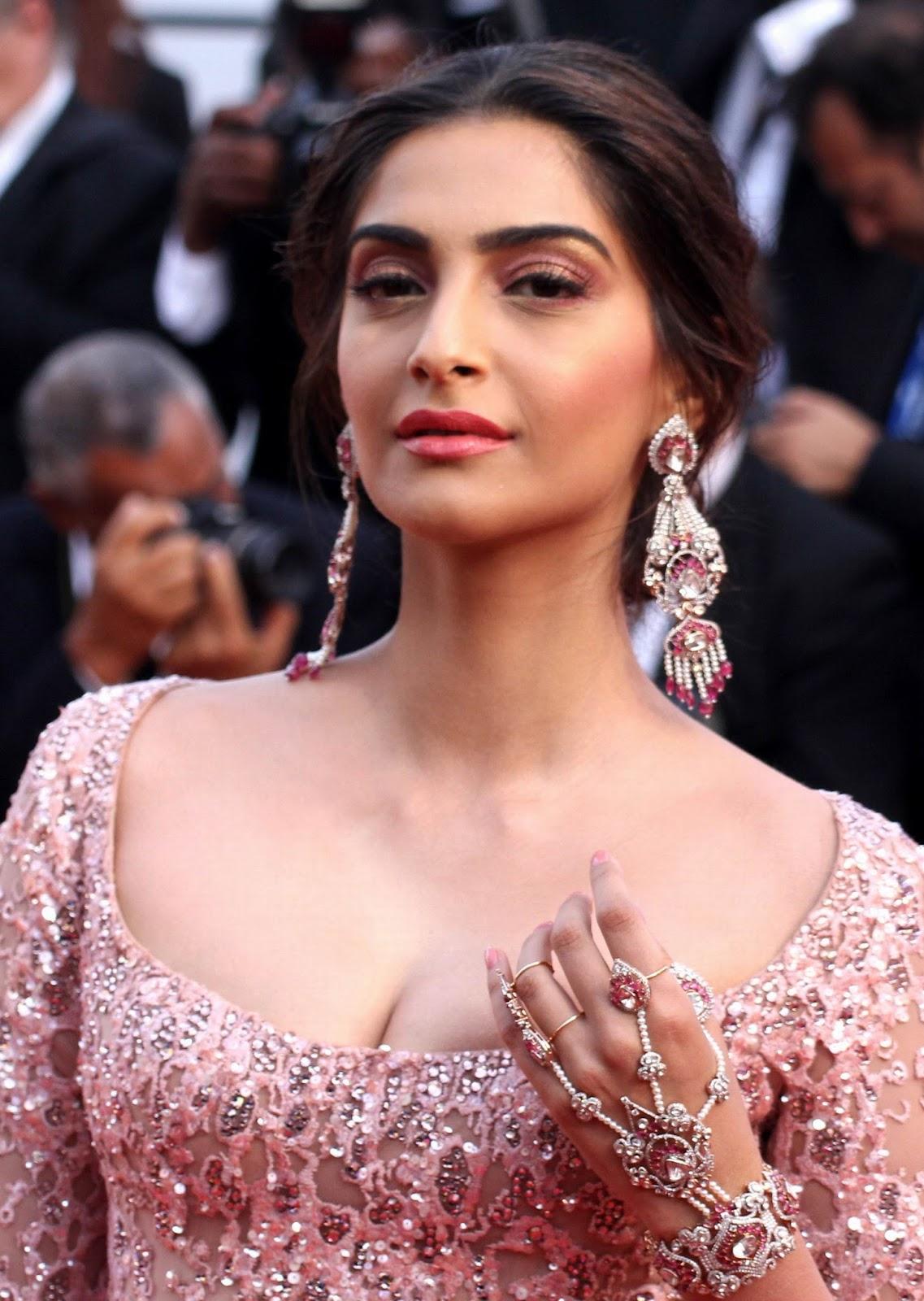 Sonam Kapoor Cannes Film Festival 2017 Photo Collection -4117