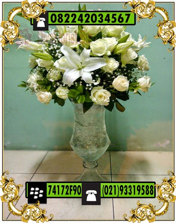 bunga atas meja
