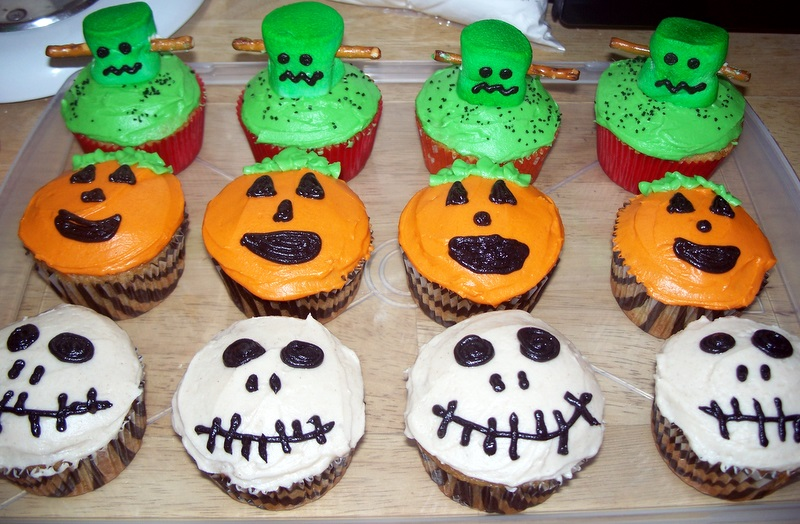 The tiny tyrant 39 s kitchen halloween cupcakes - Halloween decorations for cupcakes ...