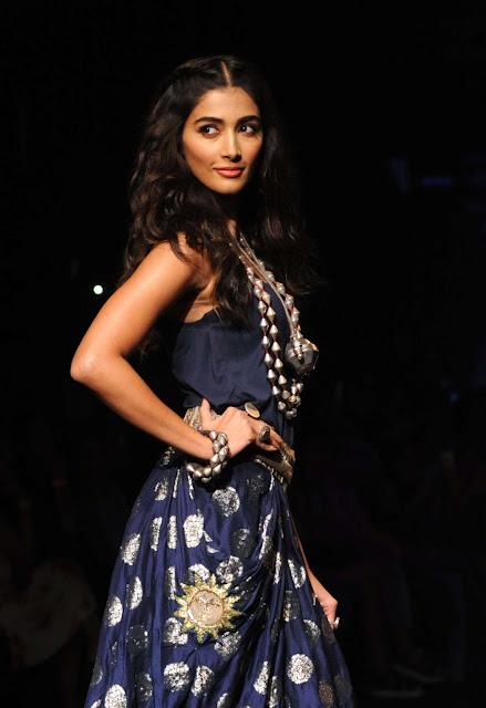 Pooja Hegde – Lakme Fashion Week 2016 in Mumbai