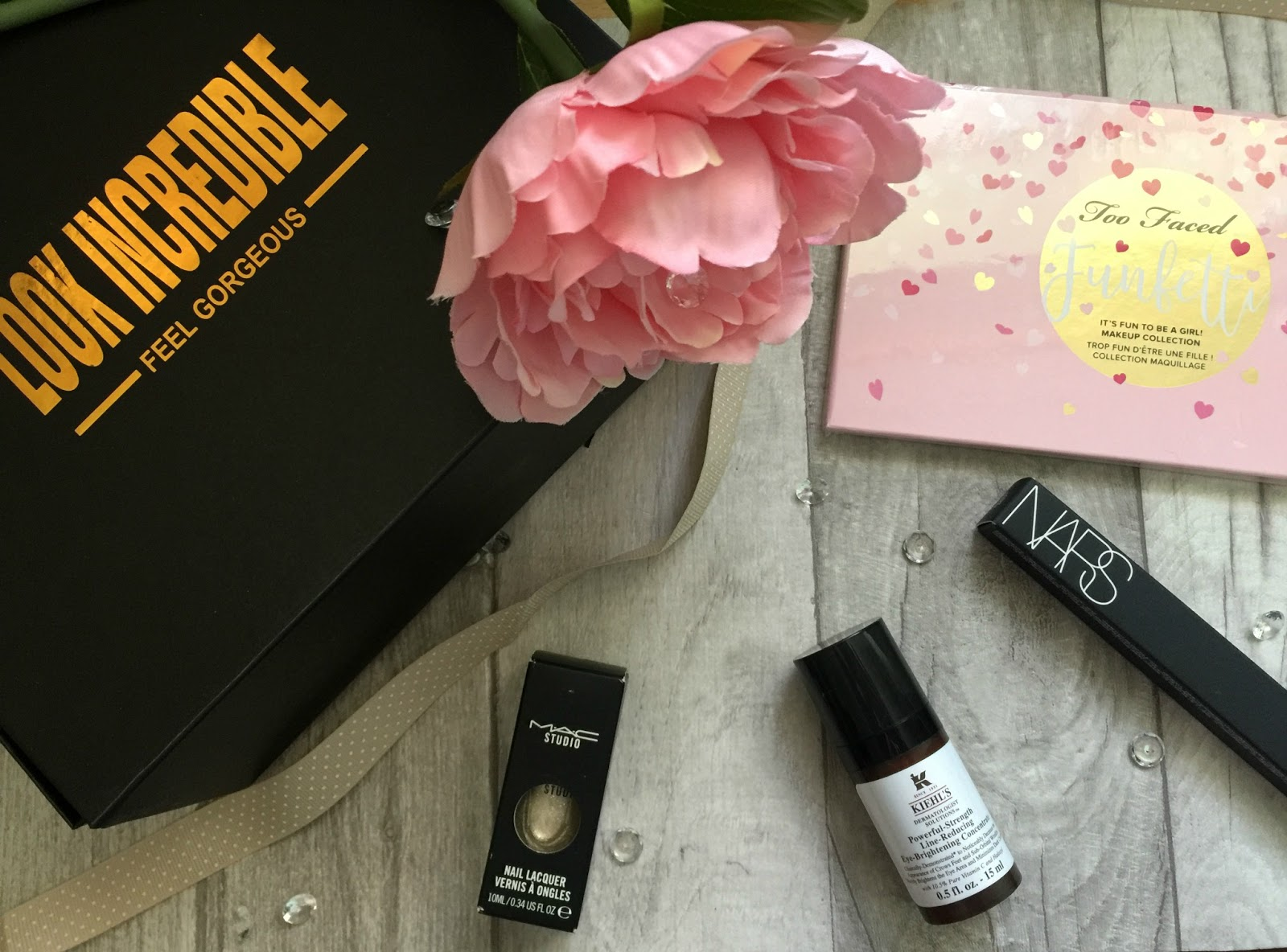 look incredible deluxe beauty box unboxing