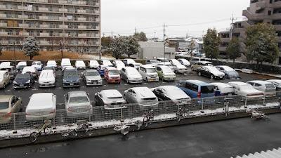 車に降り積もった雪