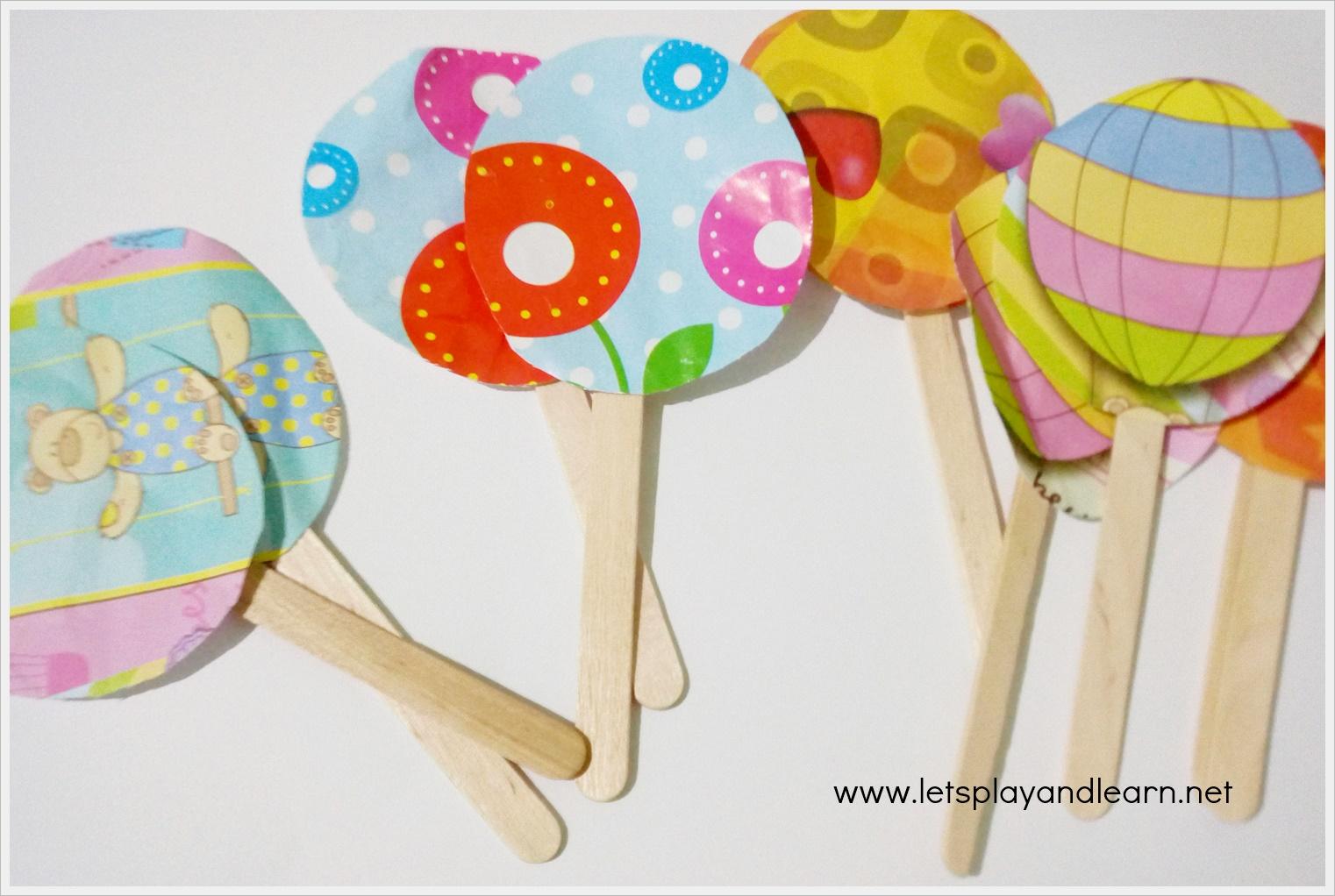Kertas kado ini akan kita gunakan untuk membuat ipop mainan Selain kertas kado yang kita butuhkan adalah beberapa buah stik es krim gunting dan lem